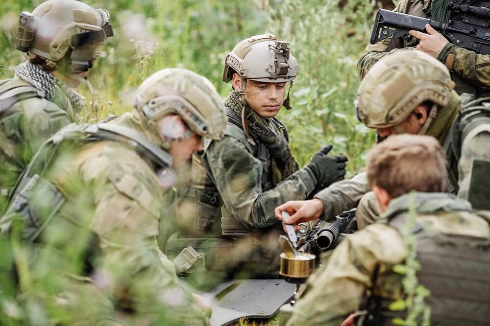 military eating